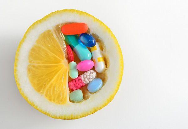 薬とレモン
