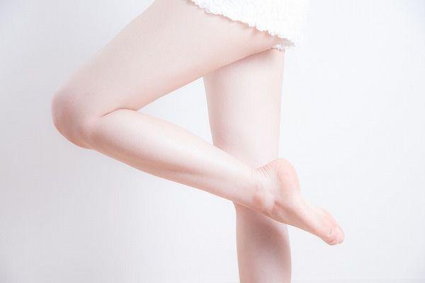 つるつる足の女性